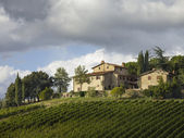 Low angle shot of tuscan villa — Stock Photo