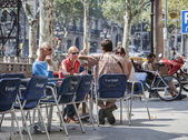 Men and women at outdoors restaurant in barcelona spain — Stock Photo