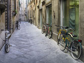 Tuscan streets with bikes — Stock Photo
