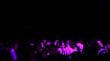 コンサートで混雑している人々 — ストックビデオ