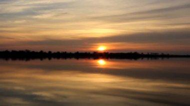 Beautiful lake sunrise — Stock Video