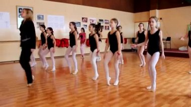 Ballet girls with a Teacher — Stockvideo