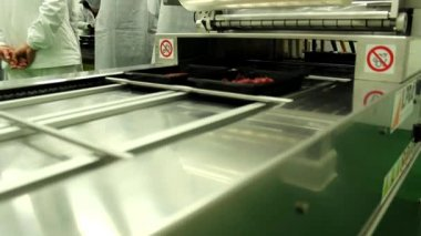 Raw meat in the machine for packing — Vídeo Stock