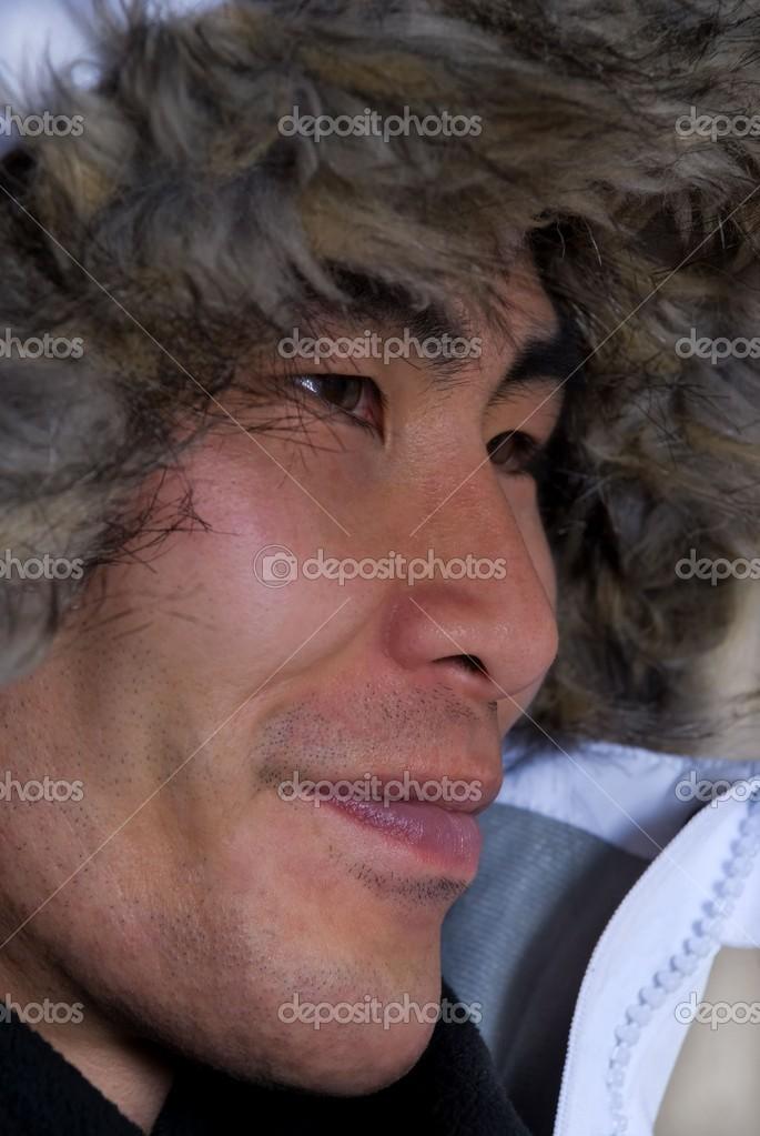 asiaten oder inuit mann stockfoto 14377479. Black Bedroom Furniture Sets. Home Design Ideas