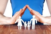 家庭与房子的手familj med hus av händer — Stockfoto