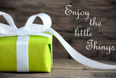 Present with Life Quote Enjoy the little Things — Stock Photo