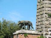 Vlčice krmení romulus a remus — Stock fotografie