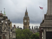 Big ben views from Trafalgar Square — Stock Photo