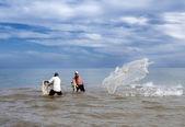 Fishermen throwing a fishnet, — Stock Photo