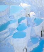 Turquoise water travertine pools at pamukkale — Stock Photo