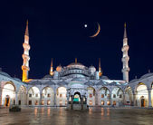 Blue Mosque (Sultanahmet Camii) at dusk, Istanbul, Turkey — Stock Photo
