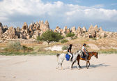 Tourists enjoy ride horses in Cappadocia — Stock Photo