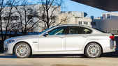 Sideview of new modern model BMW 535i sedan — Stock Photo