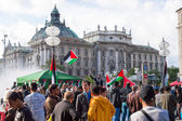 Pro-Palestinian demonstration in the central square of European — Stock Photo