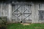 Oude schuur deuren — Stockfoto