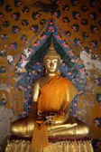 Ancient buddha images. Wat Arun temple. Bangkok. Thailand. — Stock Photo