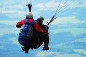 Tandem paragliding — Stock Photo