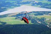 飞行的男人滑翔的顶视图 — 图库照片