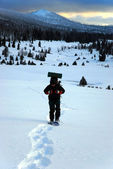Man goes on snowshoes mountains — Stok fotoğraf