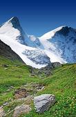 Altas montañas nevadas — Foto de Stock