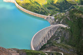 Concrete dam in mountain — Stock Photo