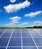 Impianto solare nel paesaggio — Foto Stock