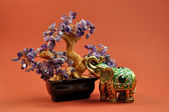 Zen Amethyst Crystal Healing Tree with Lucky Green Elephant Statue — Stock Photo
