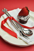Red theme dining table setting with silver cutlery (vertical) — Stock Photo