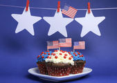 Fourth 4th of July party celebration with red, white and blue chocolate cupcakes on white heart plate — Stock Photo