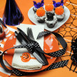 Happy halloween party bord med orange prickiga tallrikar och choklad cupcakes — Stockfoto #23714767