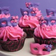 Pink and purple masquerade masks decorated party cupcakes — Stock Photo