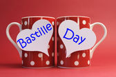 Frankrijk nationale feestdag kalender, 14 juli, veertiende van juli, bastille day groeten op koffiemokken — Stockfoto
