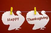 Szczęśliwy dziękczynienie komunikat powitania napisane przez biały indyków wisi kołki na linii — Zdjęcie stockowe