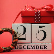 Foto Stock: Save Date for Christmas day with this white wooden blocks calendar for December 25