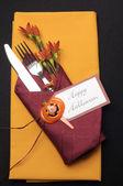 Lugar de la tabla feliz halloween naranja y rojo — Foto de Stock
