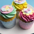 Bright aqua, pink and yellow Baby Shower or Children's party cupcakes — Stock Photo #33206571