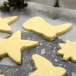 Baking homemade Christmas shortbread cookie biscuits - part of a series — Lizenzfreies Foto