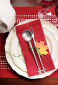 Red and white theme festive table setting with turkey tureen for Thanksgiving or Christmas lunch dinner meal — Stok fotoğraf