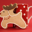 Reindeer cookie with red polka dot coffee mug — Stock Photo