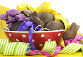 Happy Easter chocolate eggs and bunny rabbits hamper — Stock Photo