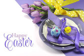 Happy Easter yellow and purple mauve lilac theme easter table place setting — Stock Photo