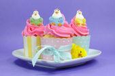 Wesołych Świąt, różowy, żółty i niebieski ciasta ciastko bajki. — Zdjęcie stockowe