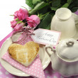 Happy Mothers Day breakfast setting — Стоковое фото