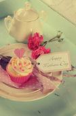 Retro vintage Happy Mothers Day cupcakes — Stock Photo