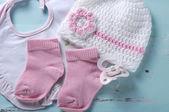 Garota berçário manequim chupeta, meias, bib e rosa e branco — Foto Stock