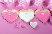 Bride and grrom wedding party heart cookies — Stock Photo