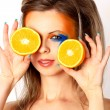 Young woman and grapefruit — Stockfoto