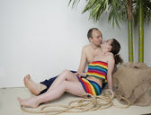 Couple in love under the palm — Stockfoto