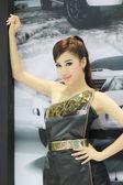 Niezidentyfikowana kobieta prezenter stanowią w Bangkoku międzynarodowy m — Zdjęcie stockowe