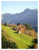 Dağ ve kulübecik — Stock Photo